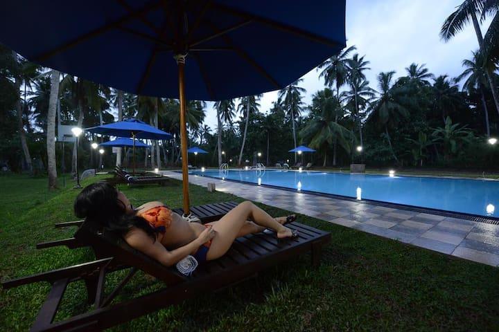 Hotel with Free Airport Pickup and Drop-Katunayaka