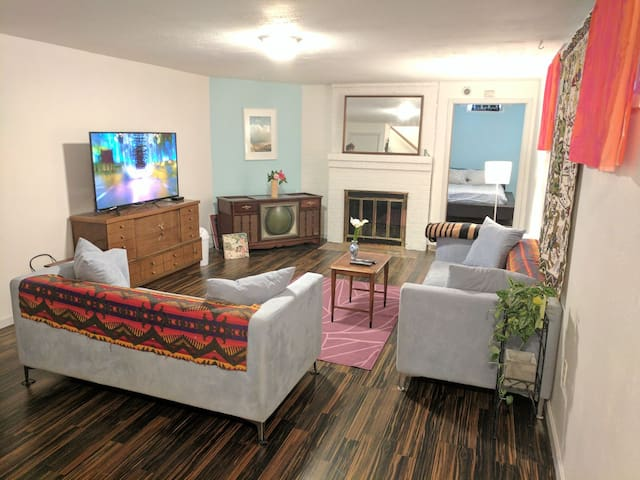 900+ SF Apt near Sellwood/Max/DT! 2 Huge TVs+Cable - Portland - Apartment