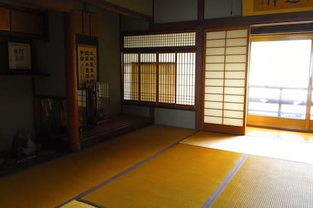 Traditonal Japanese Room 2-4PPL - Himeji-shi - Hus