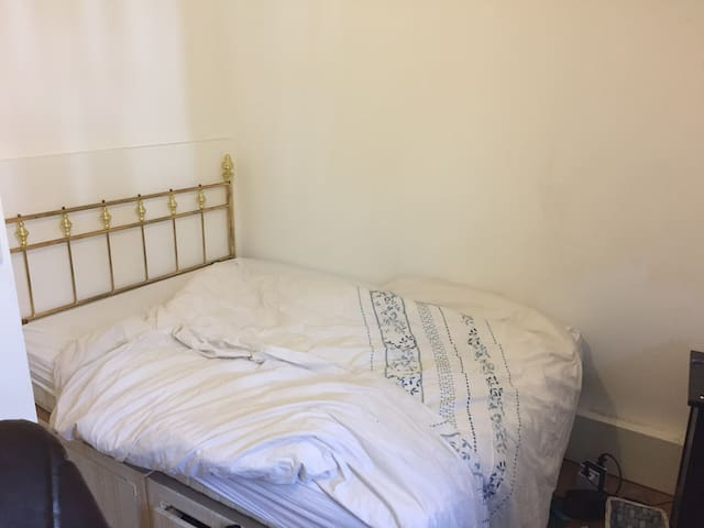 Room in 2 bed flat , fully furnished