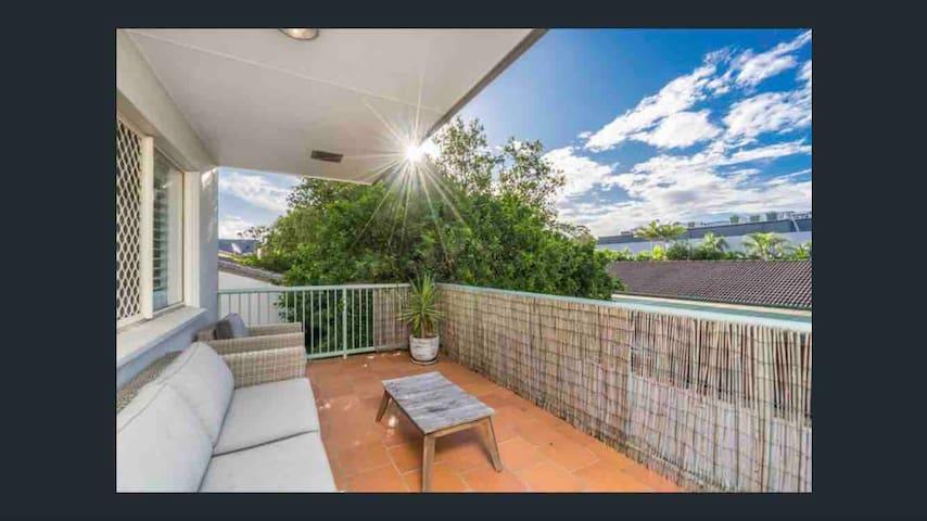 Pacifica: Central - Spacious Comfy Apartment