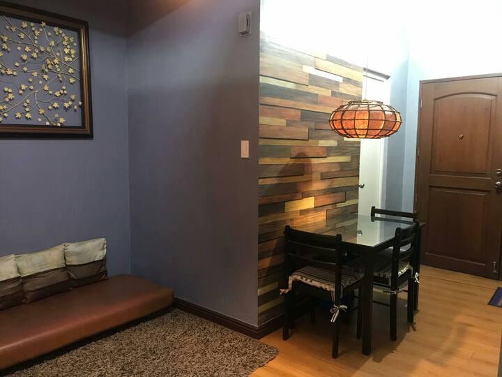 Cozy, clean studio condo in the heart of Mand City