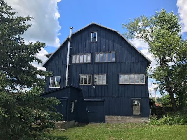 Barn On 23 - Catskills