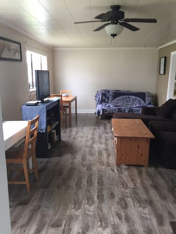 1 Bedroom Self Contained House 10 min to downtown