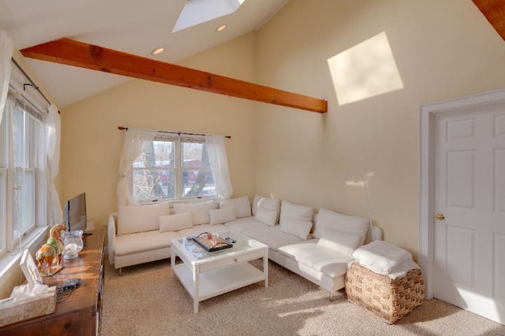 Loft Apartment with balcony, Falmouth Village