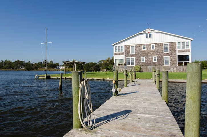 Colington Creek Inn - THE CANAL ROOM, KING BED (converts to 2 twin ) WATERFRONT