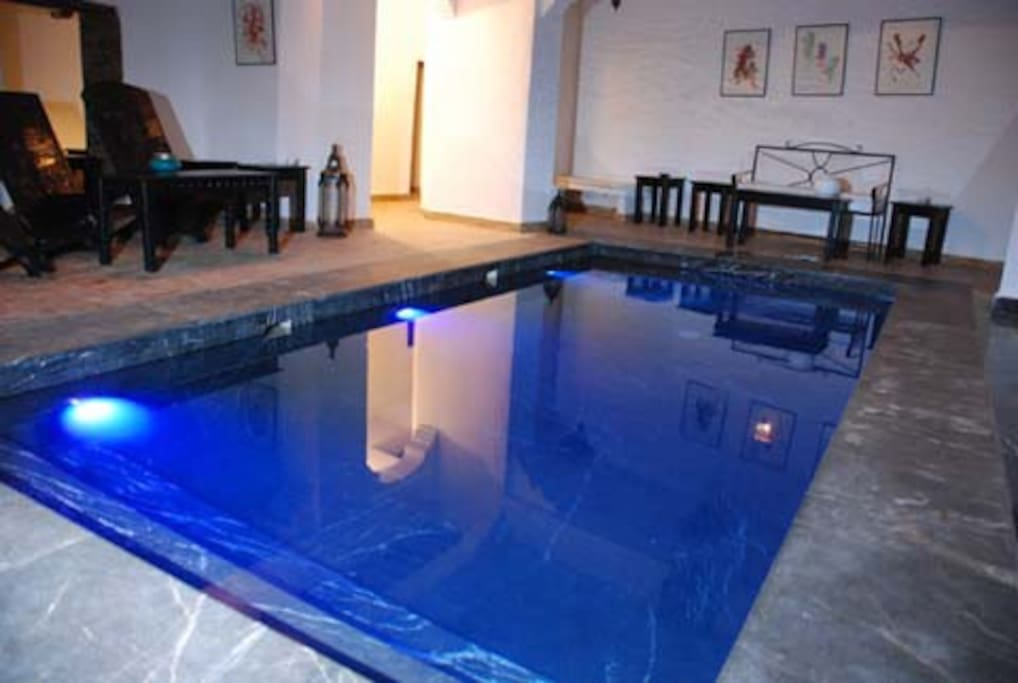 swimming-pool with black