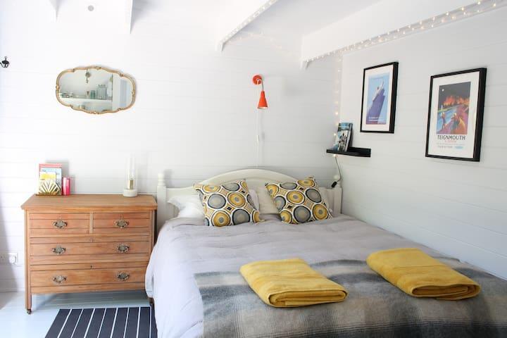 Chic private studio; sunny garden; close to beach!