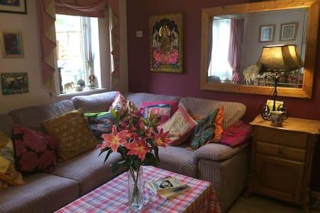 Warm stylish and peaceful retreat. - Glastonbury - Hus