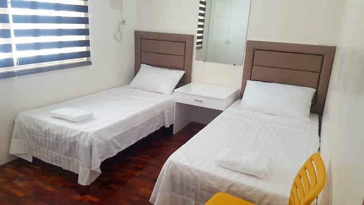 Cozy Apartment +WiFi ❤ 7 min walk to Magsaysay (F)