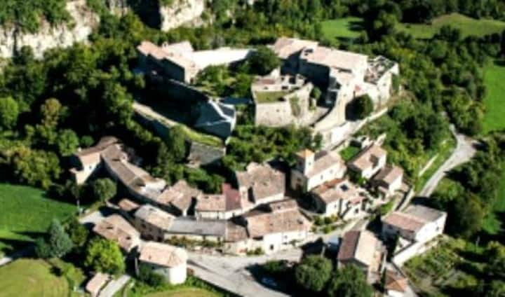 Au coeur d un village perché en Drôme provençale