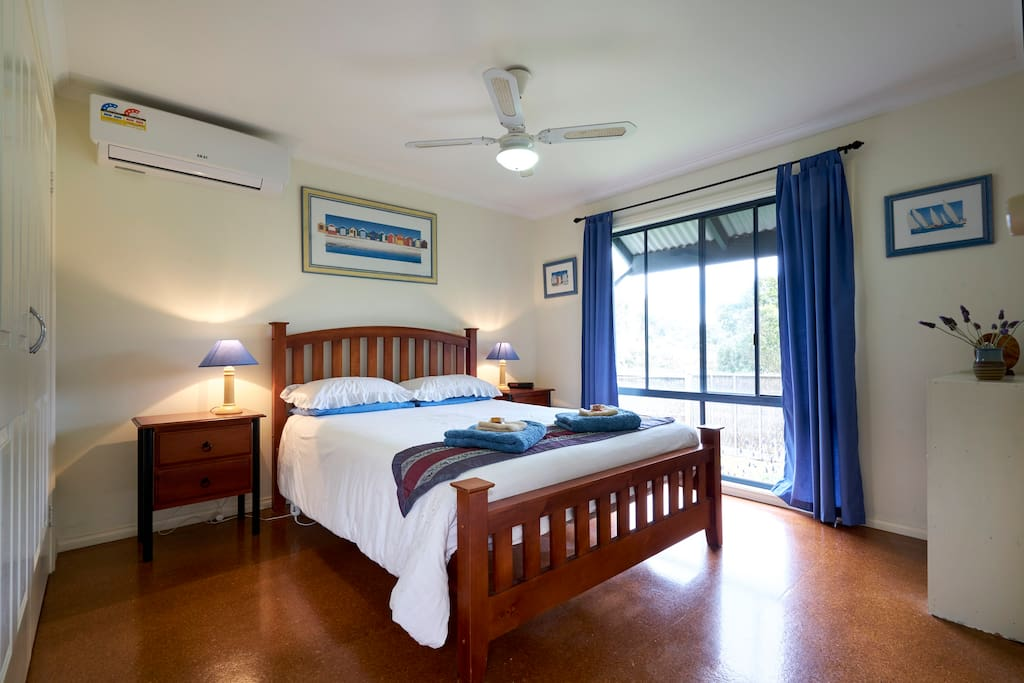 Large sunny air-conditioned bedroom with garden aspect.