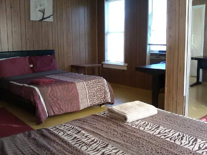 Big Room with 2 Beds on upstairs