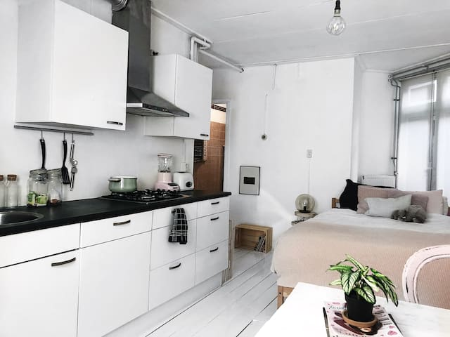 Coolest area of Amsterdam | Light cozy appartment