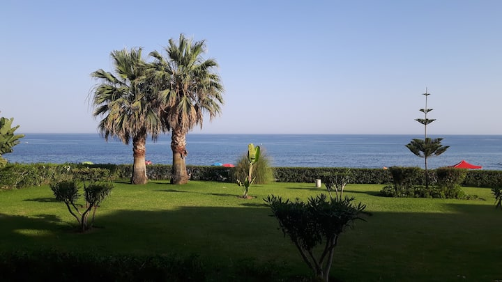 Cosy appartement à front de mer plein sud.