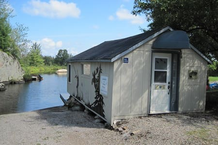 Loon Bunkie located on secluded Hungry Lake