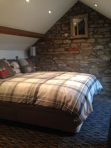 Barn conversion nr Ludlow - great for dog walkers - Hightree Bank