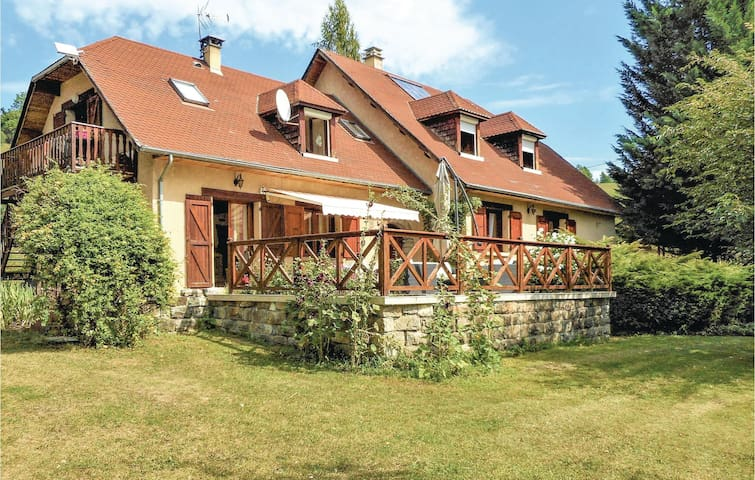 Holiday apartment with 3 bedrooms on 150m² in Corps