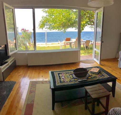 Denize Sıfır Bahçeli Müstakil Ev Esenköy
