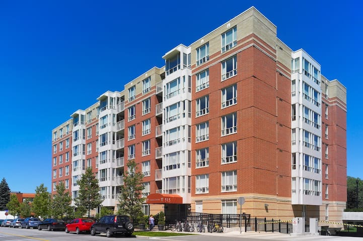 Luxury 2BDR in Midtown (Avenue Road & Lawrence)