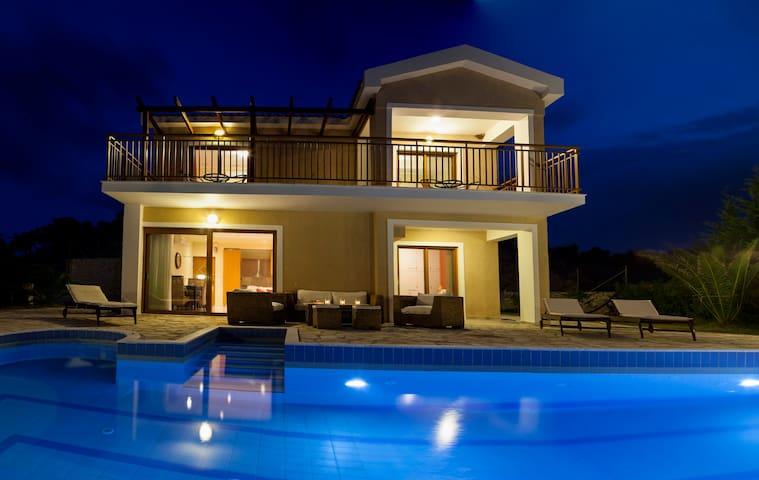 Villa Di Capri - Poros