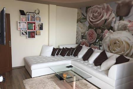 Stylish 1BR Apt, close to All Shopping centers - Varna - Apartamento