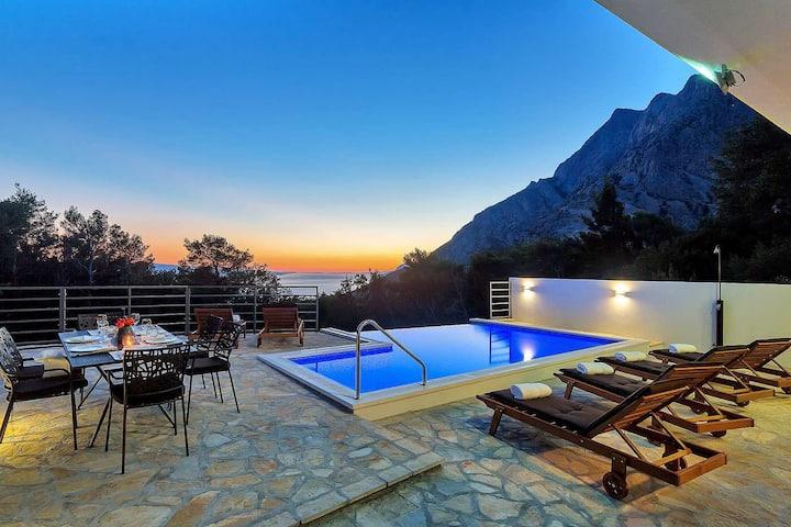 Holiday home Sergio w/heated pool Makarska Riviera