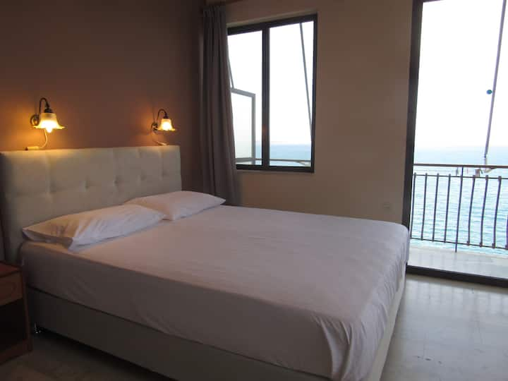 Studio with sea view in B&B