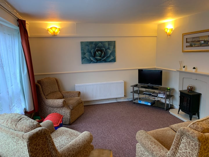 3BR Maisonette great for hikers business + leisure