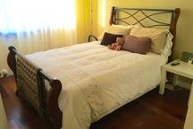 2nd bedroom with full size bed.