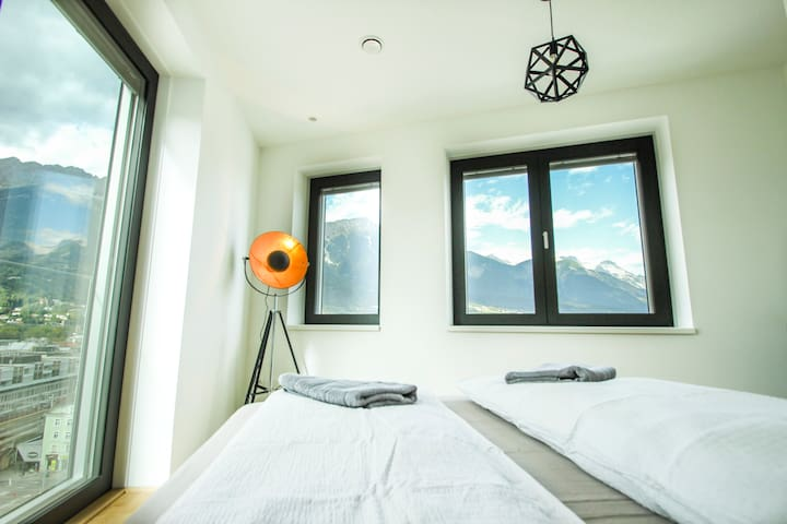 Central & Luxurious Mountain View Apartment