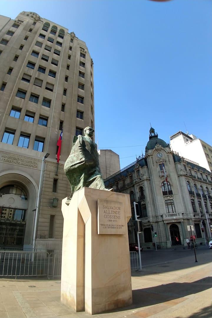 Estatua de salvador Allende expresidente