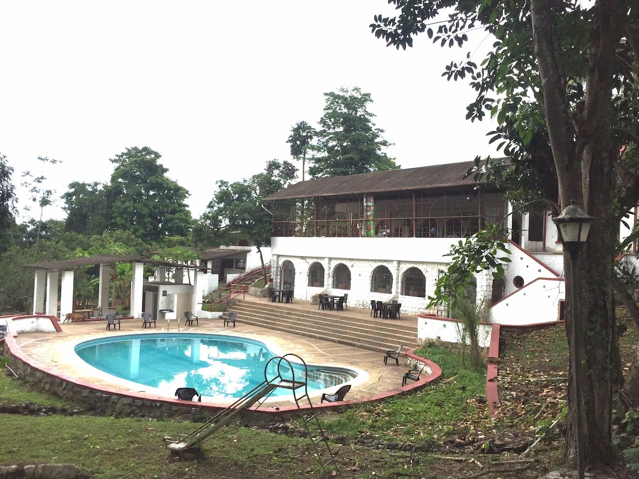 Zona de piscina, camping y Bar