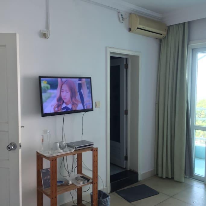 房间里有电视机