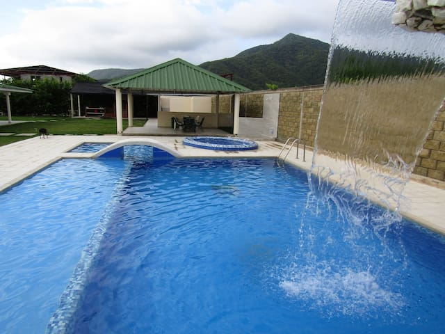 Casa de campo en Bahía Concha con piscina privada