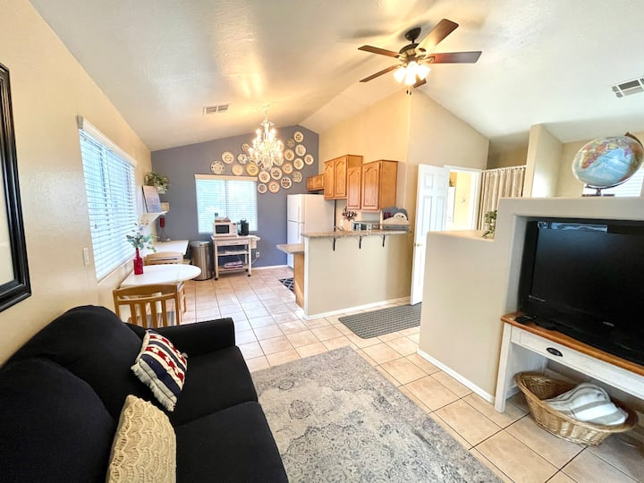 Private Cozy Cottage in Gilbert. Close to it all!
