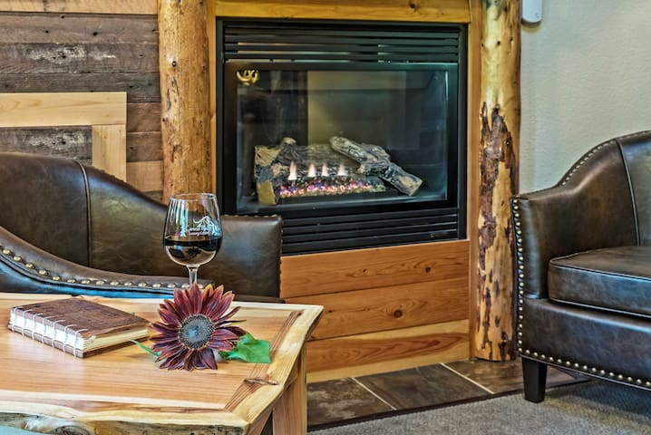 Elk Cove Cabin - Carson Ridge Luxury Cabins
