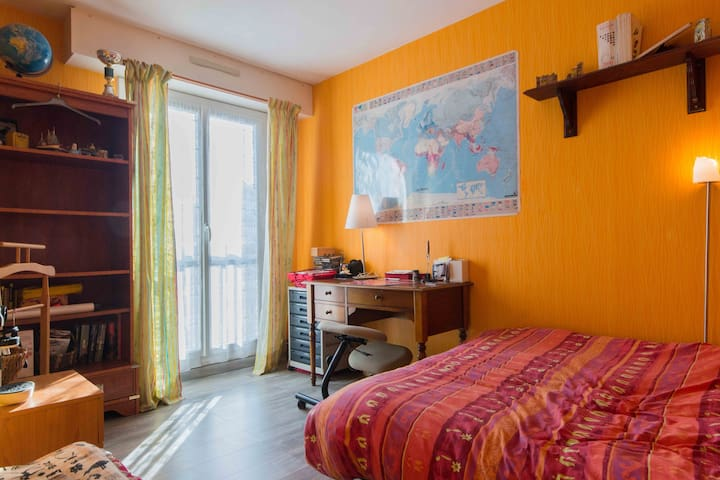 chambre lumineuse proximte gare et grand lac - Ντιζόν - Διαμέρισμα