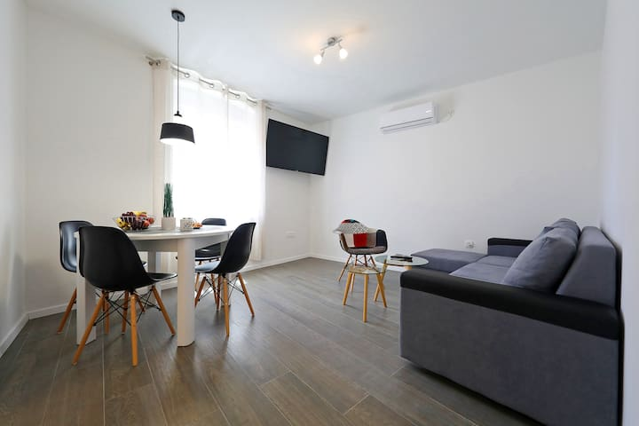 Two-Bedroom Apartment Talia in the center of Zadar
