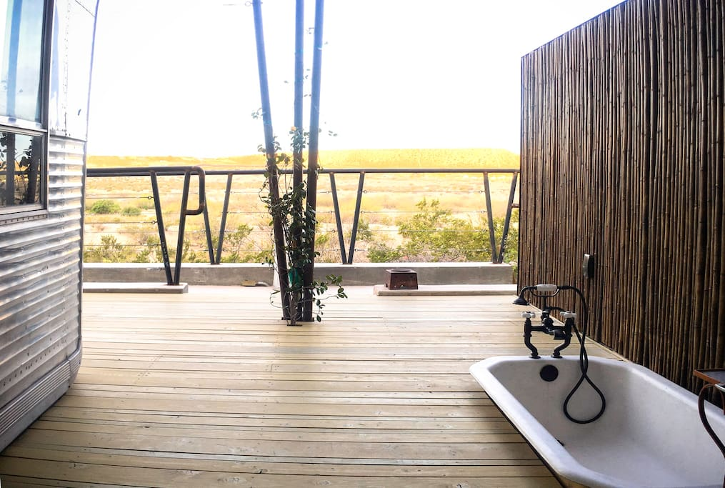 the private outdoor tub on the desert deck @ Sweet57'