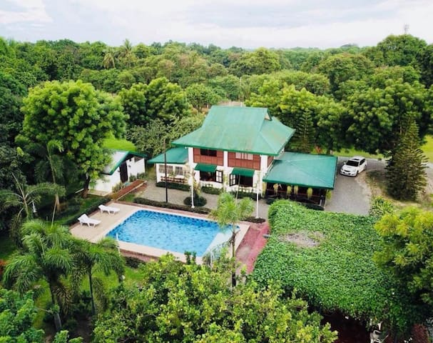 Exclusive Farm House with Pool in the heart of AC