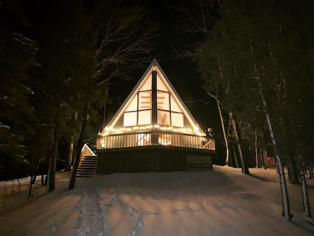 UP NORTH BLUE LAKE ESCAPE - Winter is here!