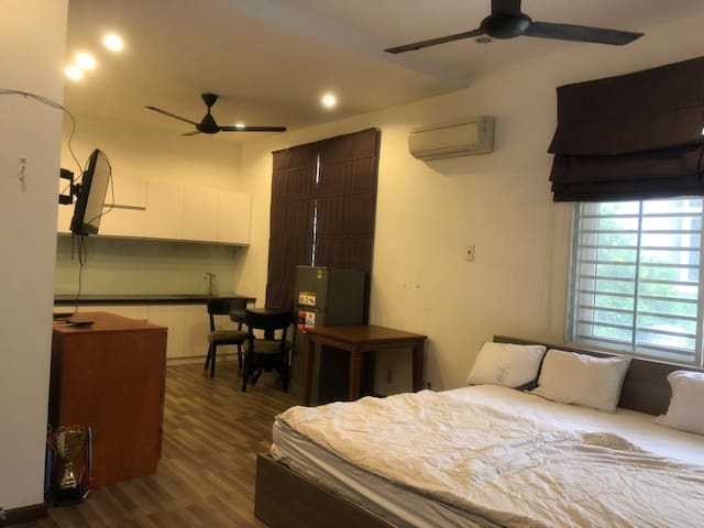 Spacious & Modern Studio with Laundry and Balcony
