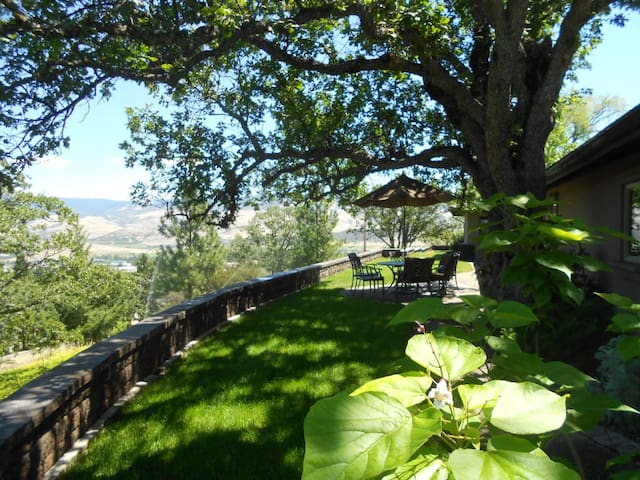 spectacular views with privacy - Ashland - Villa
