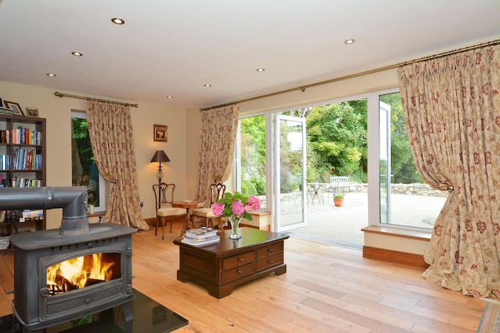 Picturesque Country Suite for Romantic Weekend - Galway - Ház
