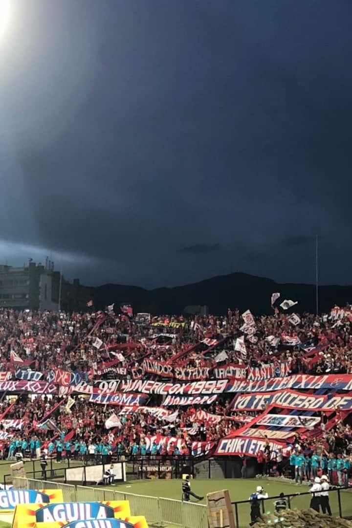 Medellín fans chanting