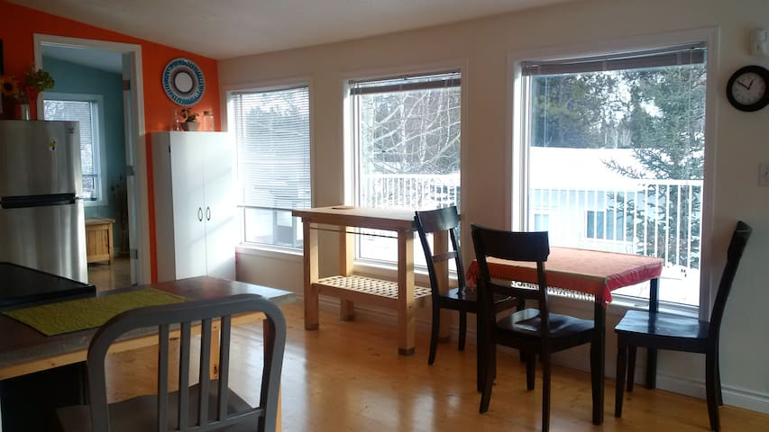 Rooftop Wonder in Riverdale - Whitehorse - Appartement