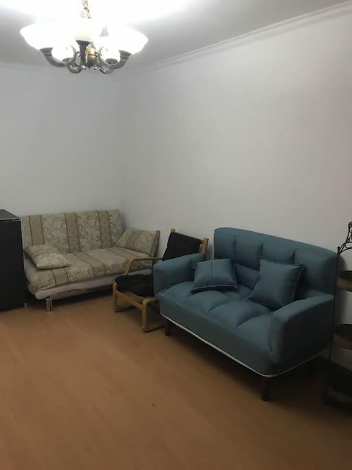 客厅,两张沙发床可以睡2到3人