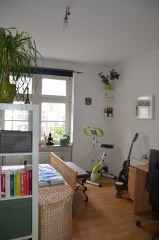 Möbliertes 15qm Zimmer im Zentrum Kölns