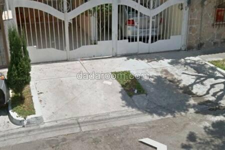 Habitación en cerca de la clinica 110 IMSS - Guadalajara - Hus
